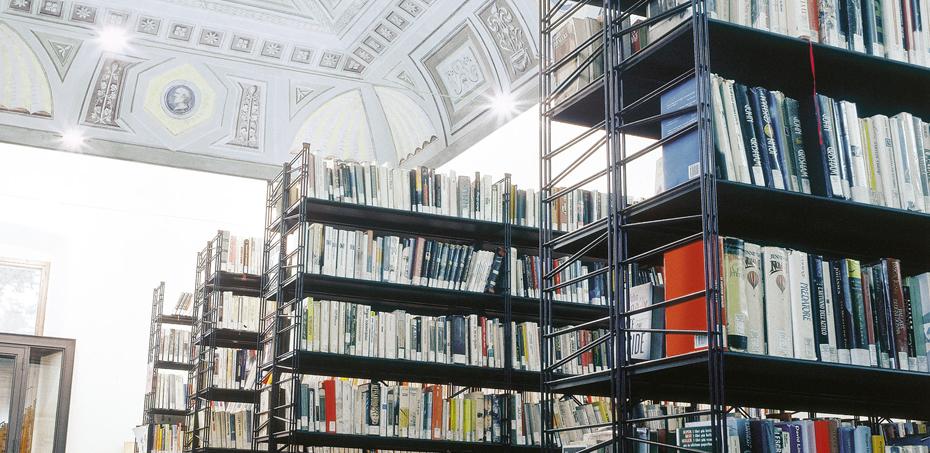 Sistema di scaffali per biblioteca monnalisa for Gonzaga arredi