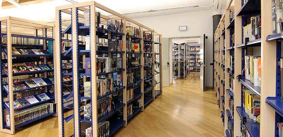 Arredi e scaffalature per biblioteca e sala lettura for Scaffali arredo